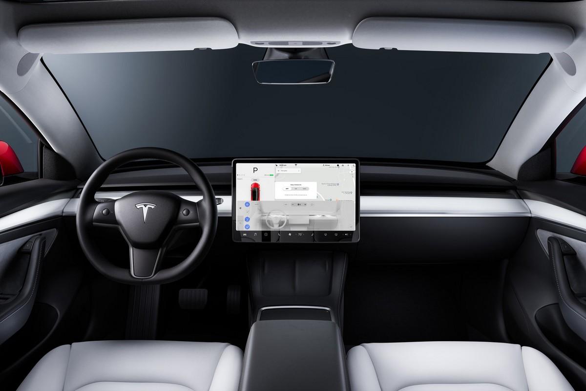 Tesla начала использовать камеры в салонах машин для слежения за вниманием водителя при активном Autopilot - ITC.ua