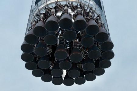 Илон Маск: Super Heavy (первая ступень Starship) сначала получит 29 двигателей Raptor, но уже к концу этого года их число достигнет 32