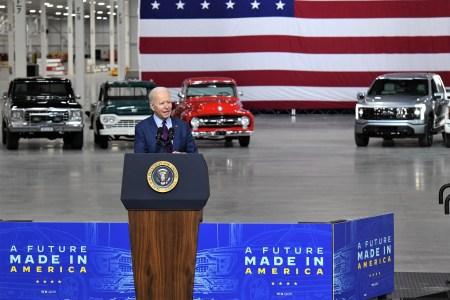 Президент США Джо Байден протестировал электрический пикап Ford F-150 Lightning перед завтрашней премьерой [видео]