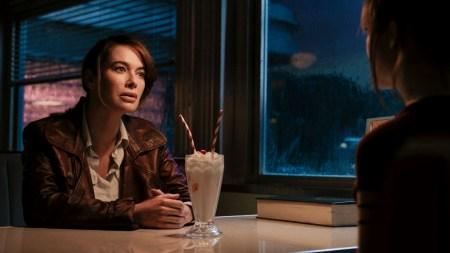«Женская версия Джона Уика»: Боевик «Пороховой коктейль» / «Gunpowder Milkshake» с Карен Гиллан и Линой Хиди выйдет на экраны 15 июля 2021 года [первый трейлер]