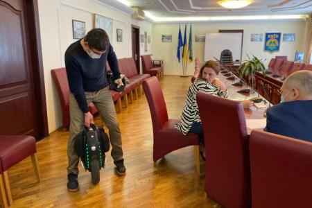 Метро Києва змінило правила перевезення самокатів та моноколіс, а Київрада затвердила безкоштовне перевезення велосипедів