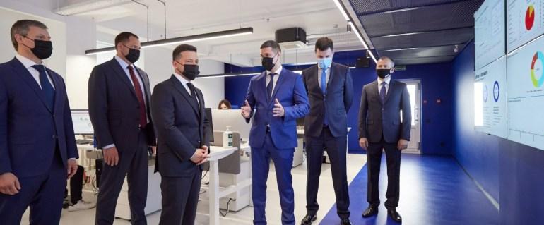 В Україні відкрили Кіберцентр UA30, який захищатиме державу та громадян від кібератак. Раніше міністр цифрової трансформації стверджував, що роль кібербезпеки «трішки перебільшена»