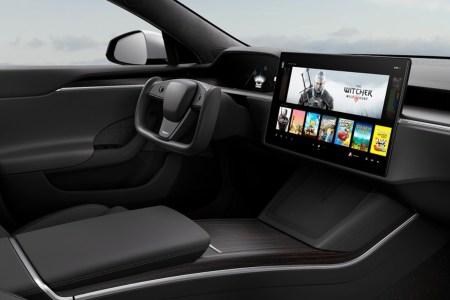 «Cамый быстрый серийный автомобиль». Илон Маск анонсировал начало поставок Tesla Model S Plaid в начале июня