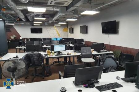 У Києві СБУ викрила хакерів, які імітували торги на біржах та криптовалютних проектах, завдяки чому привласнили 9 млн грн