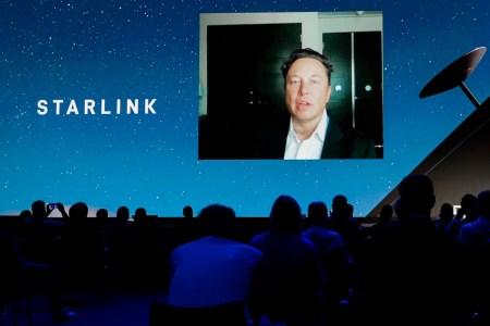 Глобальное покрытие уже в августе, 500 тыс. новых абонентов Starlink в течение года и инвестиции 20-30 млрд долларов — Илон Маск рассказал о развитии спутникового интернета SpaceX
