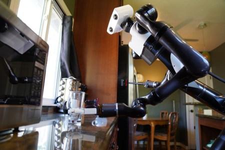 В Toyota Research Institute научили роботов более эффективно работать в домашних условиях за счёт распознавания прозрачных и отражающих поверхностей