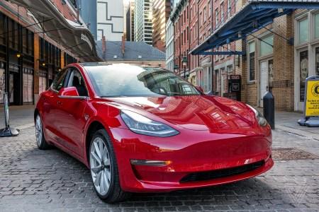 Tesla установила рекорд по продажам во втором квартале, отгрузив клиентам более 200 тысяч автомобилей