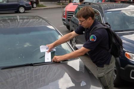«Двотижнева лояльність»: З 1 липня почали діяти нові тарифи на паркування в центрі Києва, але до 16 липня інспектори не будуть штрафувати водіїв