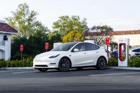 Tesla подняла стоимость электромобилей Model S и Model X на $5,000 и начала принимать европейские заказы на сделанные в Китае Model Y