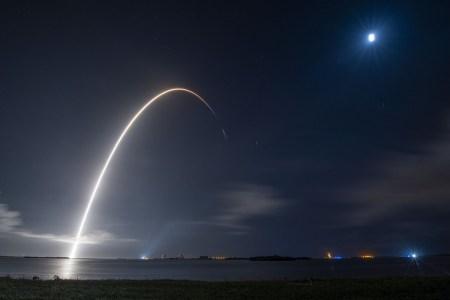 У SpaceX есть пятнадцать готовых к запускам первых ступеней Falcon 9 [Инфографика]
