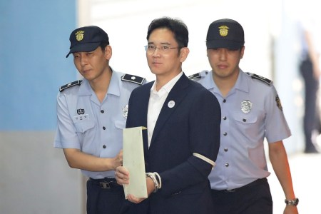 Главу Samsung, осужденного на 2,5 года за взяточничество, освободят по УДО 13 августа — за год доистечения назначенного ему судом срока