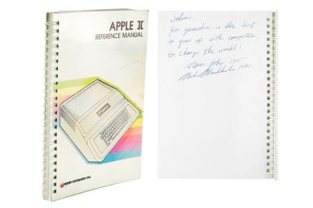 Инструкцию по эксплуатации компьютера Apple II, подписанную Стивом Джобсом, продали на аукционе за $787,483