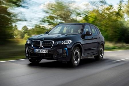 В Україні оголосили передзамовлення та офіційні ціни на оновлений електрокросовер BMW iX3 — від 1,97 млн грн
