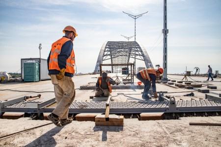 Віталій Кличко перевірив, як будують Подільсько-Воскресенський міст і метро на Троєщину [фото, відео]