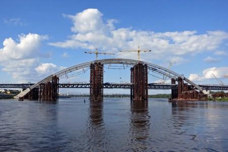 КМДА: На Подільсько-Воскресенському мості вже демонтують тимчасові опори, їх надводну частину приберуть не пізніше кінця серпня