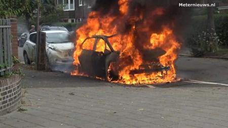 В Нидерландах электромобиль Volkswagen ID.3 загорелся на улице сразу после зарядки [видео]
