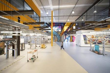 Google начнет возвращать сотрудников в офисы не ранее января 2022 года