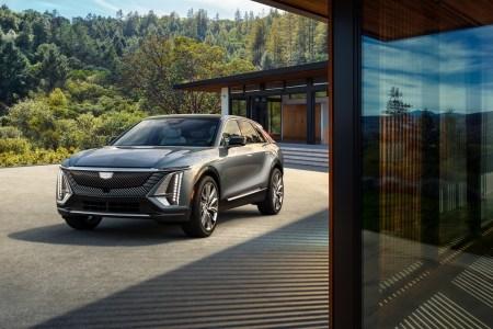 Дебютную версию электрокроссовера Cadillac Lyriq распродали всего за 10 минут, поставки клиентам начнутся в первой половине 2022 года