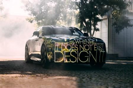 Rolls-Royce анонсировал свой первый электромобиль Spectre. Он поступит в продажу в 2023 году, а сам бренд станет полностью электрическим с 2030 года