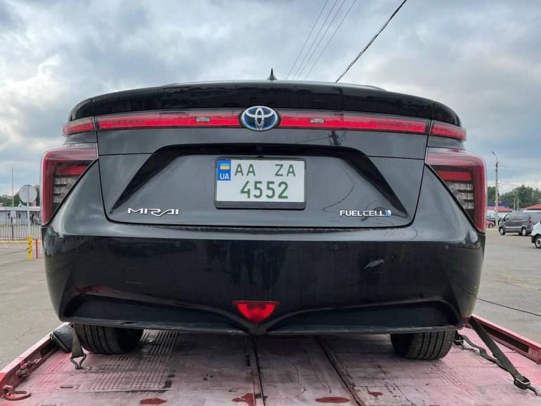 В Україні сертифікували перший водневий автомобіль - це Toyota Mirai (але поки його будуть заправляти в Польщі)