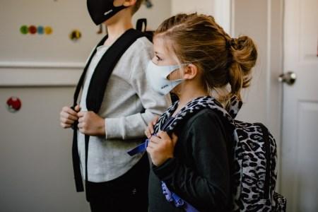 COVID-19: МОЗ ініціює дострокові шкільні канікули, а Херсонська область з 15 жовтня переходить на червоний рівень епідемічної небезпеки
