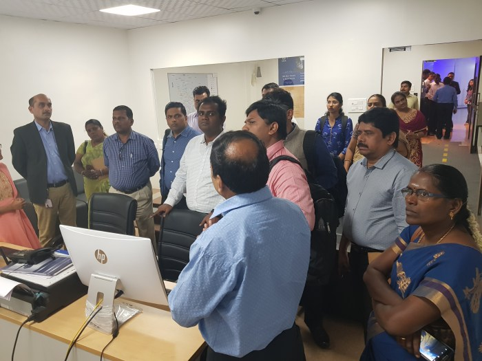 Delegates interacting with PSCDCL team at the Smart City Operations Centre