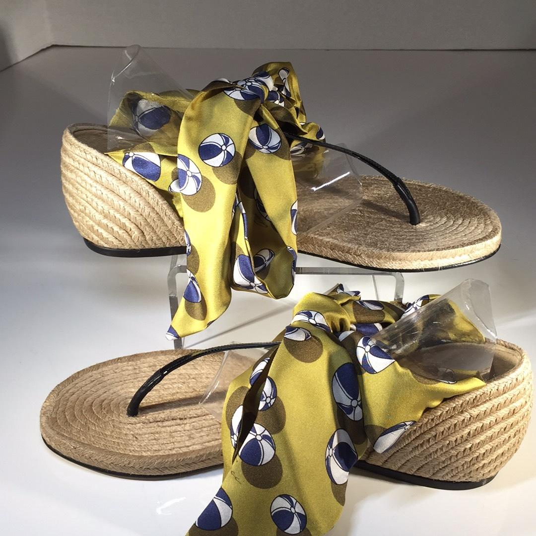d6ba9fde23a9 Lyst - Gucci Jolene Leather Mule Sandals In Yellow. Gucci - 338691 Krc10  7362 Yellow Black Sandals