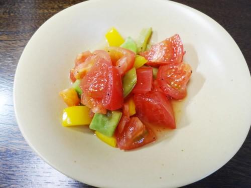 トマト、インゲン、パプリカのサラダ