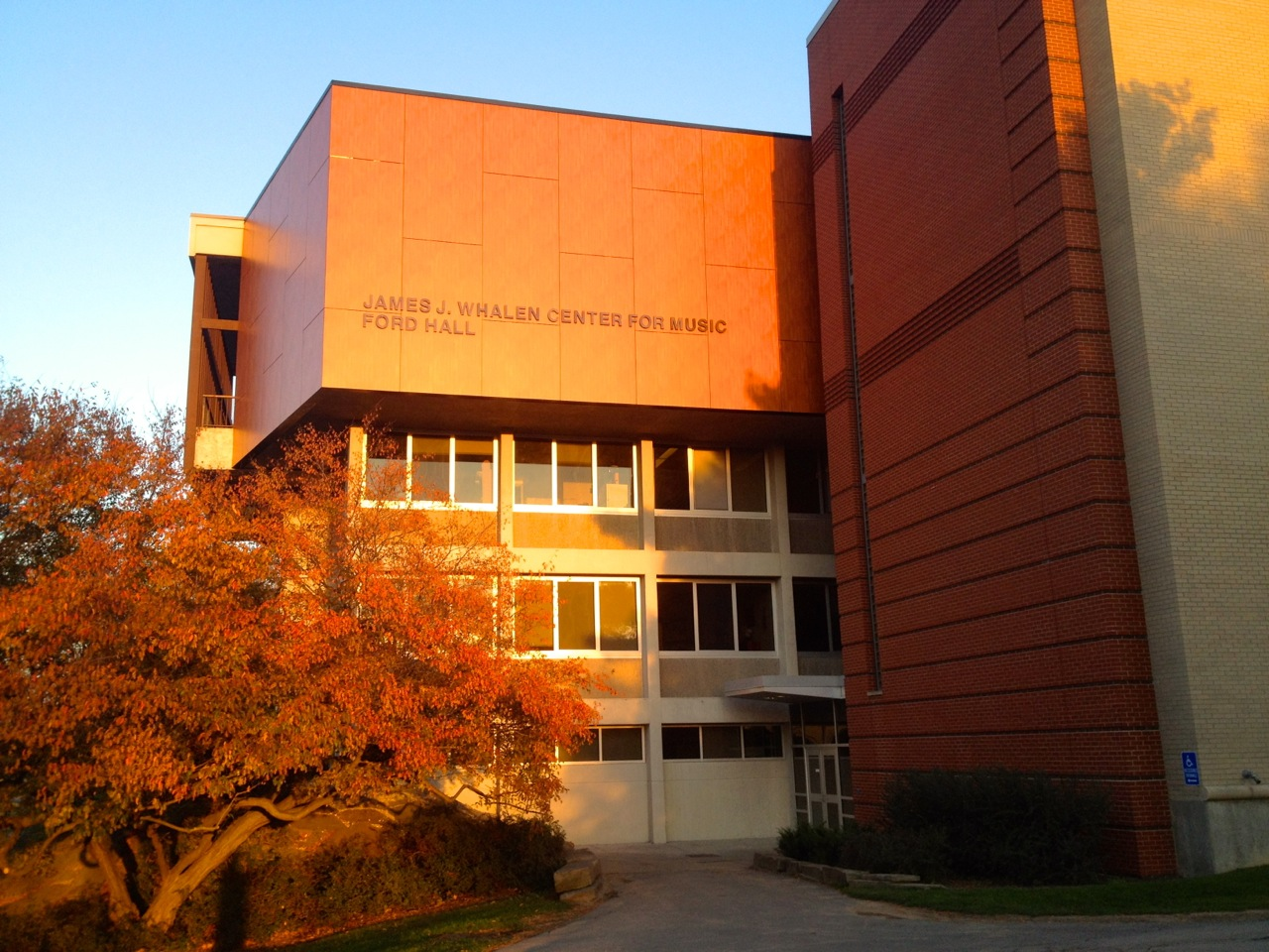 Ithaca_College_Whalen_Center_Hill_103014