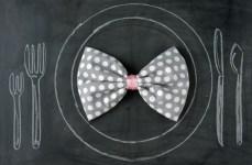 bowtie-napkin-DIY-_-glitterweddings.com_1