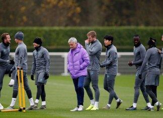 Mourinho dành 4 tiếng mắng cầu thủ Tottenham sau khi bị sa thải