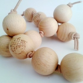 Κομπολόι, ξύλινο παιχνίδι γραπώματος μοντεσσόρι, ithmoskids.com
