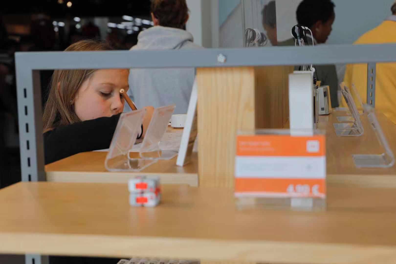 佛罗伦萨首家小米授权店今起营业,米粉们速来围观