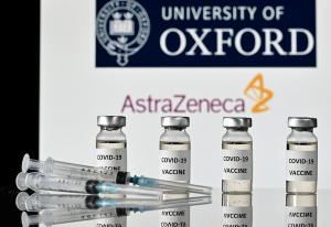 """""""혈액 응고로 인한 사망""""… 유럽 국가들은 AZ 백신 사용 중단"""