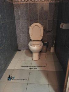 Les deux toilettes sont identiques