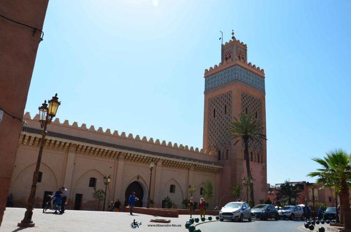 Cette moquée est située à proximité des tombeaux Saadiens