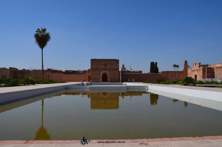 C'est un lieu très fréquenté et très connus de Marrakech. À midi, il n'y avait pourtant pas beaucoup de monde