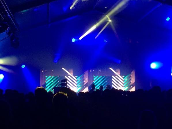 Dehors, l'ambiance est électrique avec les 2 nordistes fondateurs du NAME festival: APM001, pour clôturer le show.