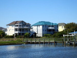 Houses on ICW Leading to Sneads Ferry
