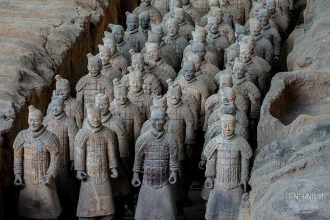 Terracotta soldiers lined up in the pit