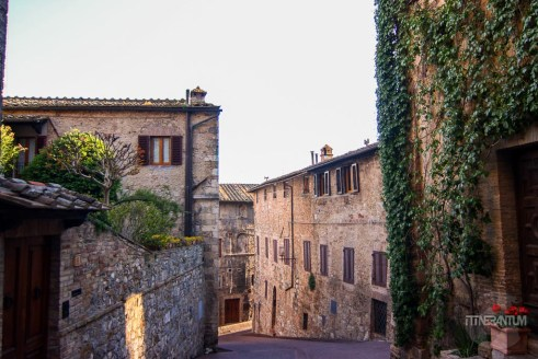 An alley in San Gimignano