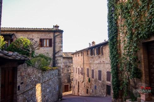 An alley in San Gimignano