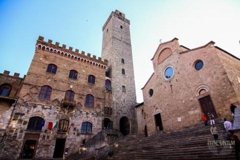 Piazza del Duomo in San Gimignano