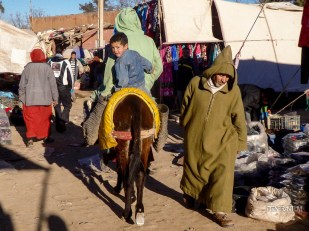 local market in amizmiz, morocco itinerary