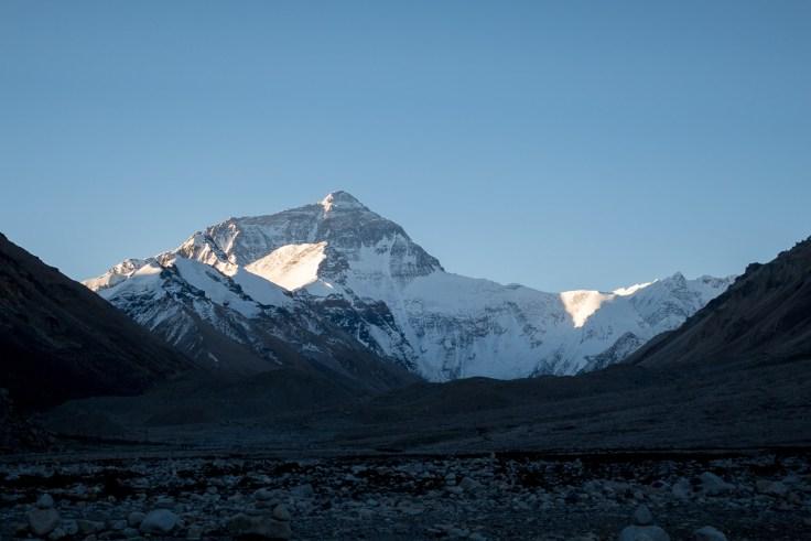 Der Mt. Everest bei Sonnenaufgang