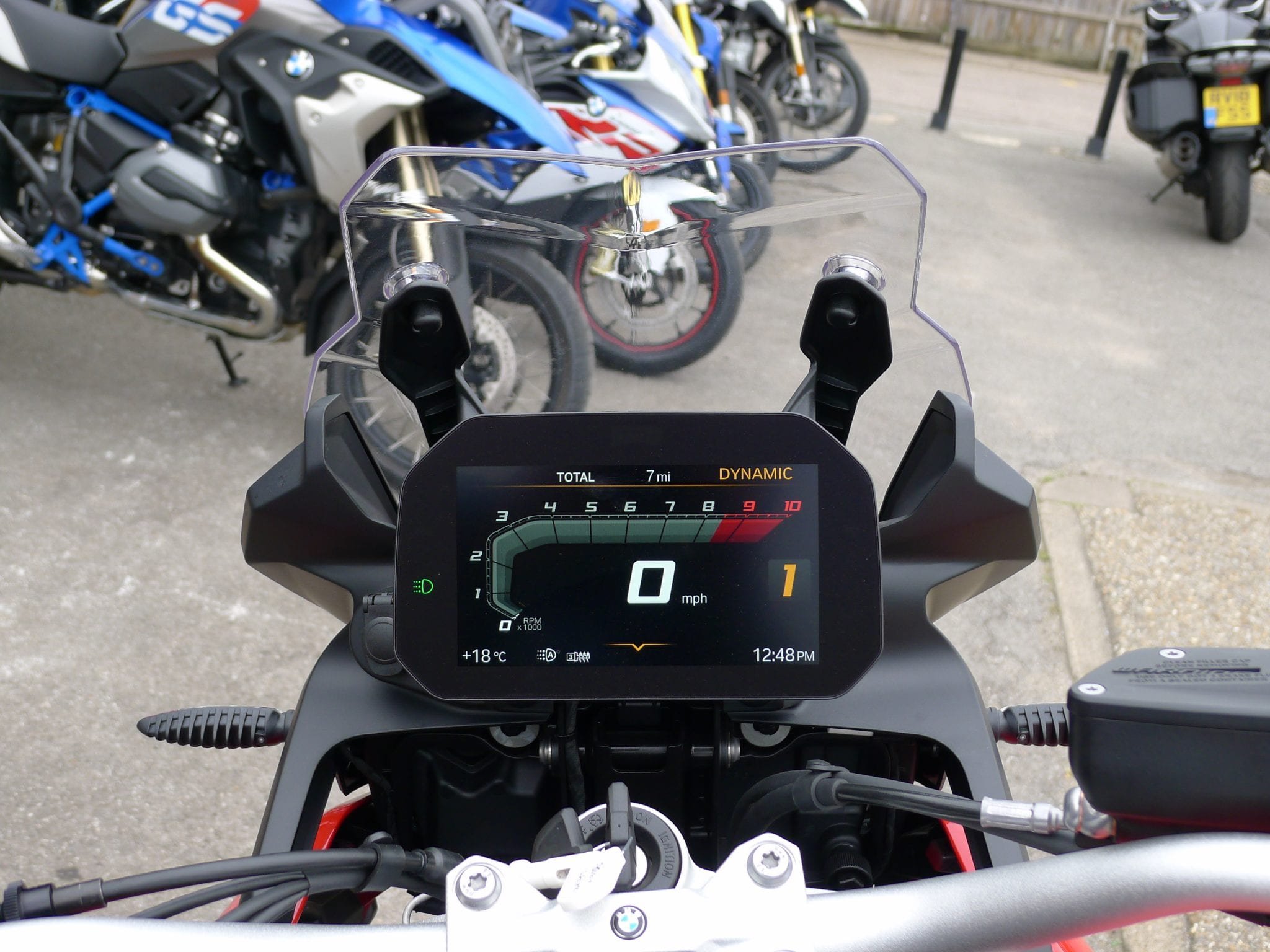 BMW F850GS TFT screen and power socket