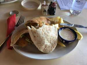 Scampi pitta with chips and lemon mayo