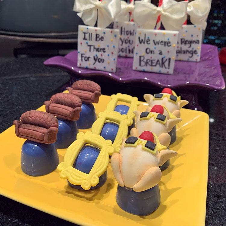 mesa de doces friends aniversário inspirado em séries nparty it mãe
