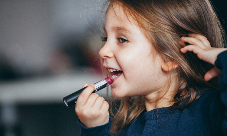Priscilla Langner: uso de cosméticos na infância - It Mãe