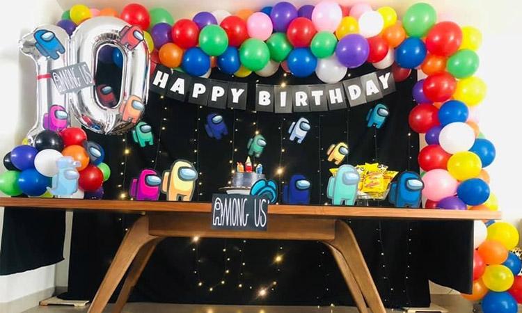 It Mãe - Rica Festa - Mesa decorada com balões